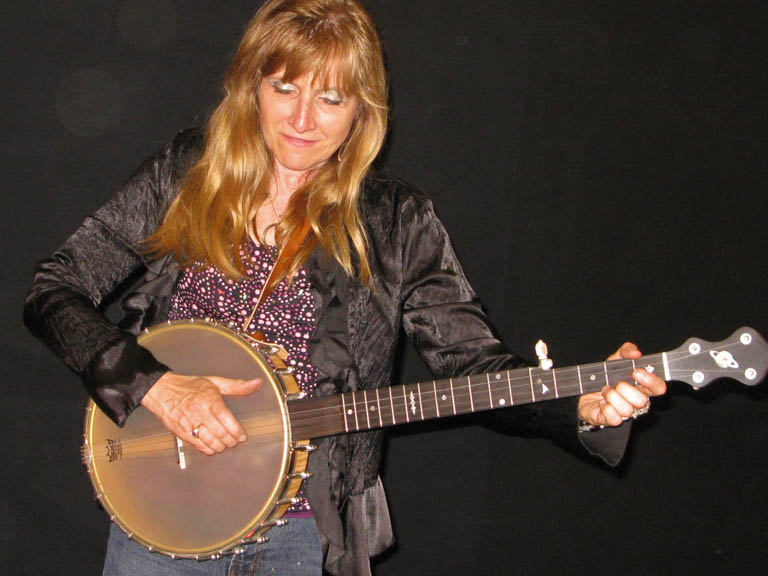 Sandy Cherryholmes playing clawhammer banjo